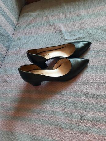 Продаю туфли Basconi