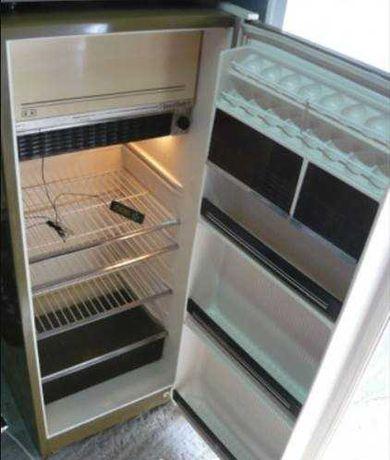 Vand frigider folosit, marca arctic, de marime medie.