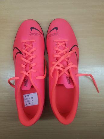 Vând Nike Mercurial WHQ noi !
