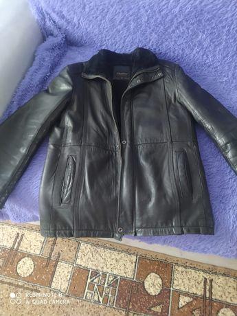Продам кожаную  зимнюю куртку