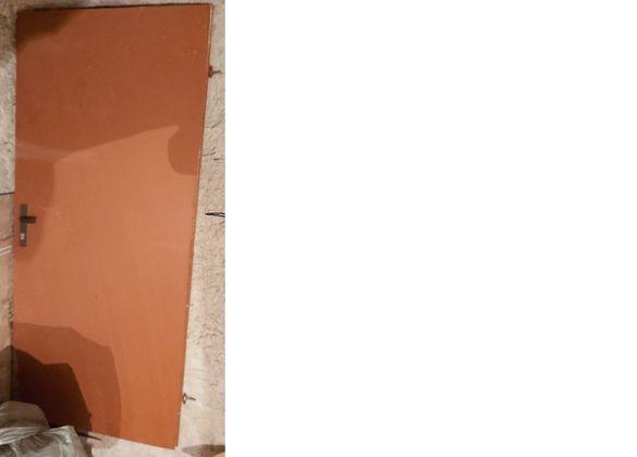 продавам дървена врата размери: 192 см х 83 см х 5 см