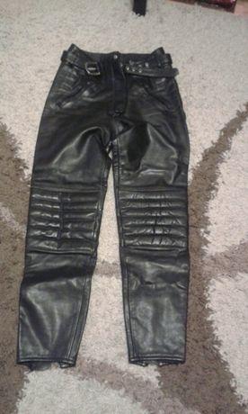 Pantaloni piele motor mărimea S pentru femei.