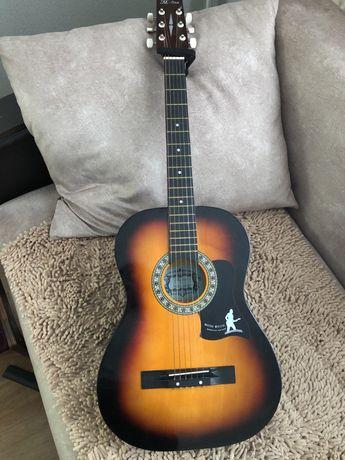Продается гитара марки Madina