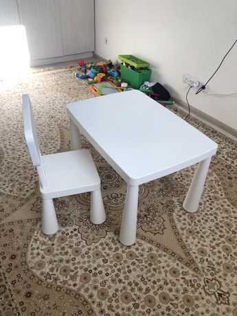 Продам Детский стол и стул маммут Ikea