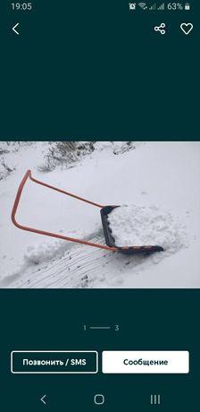 Скребок для снега, скрепер на колёсах. Лопата для снега.