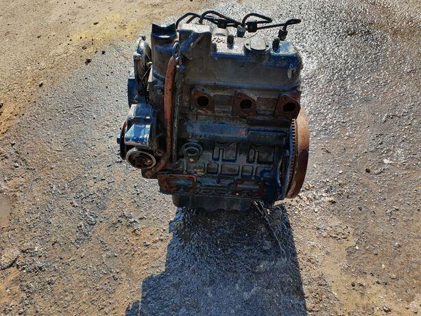 Dezmembrez motor Kubota D1005