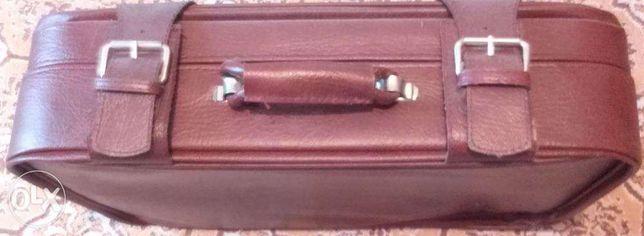 Geanta, valiza piele cu cheie