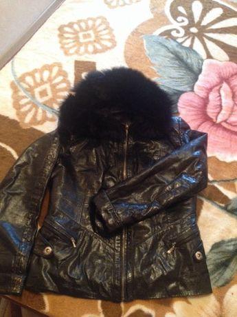 Продам срочно натуралка кожа -лак куртка очень практична