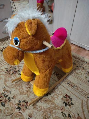Лошадь-качалка для детей