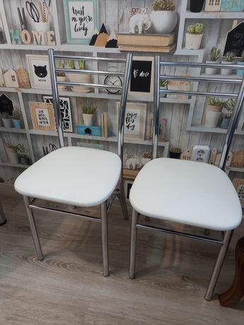 Продам два кухонных стула