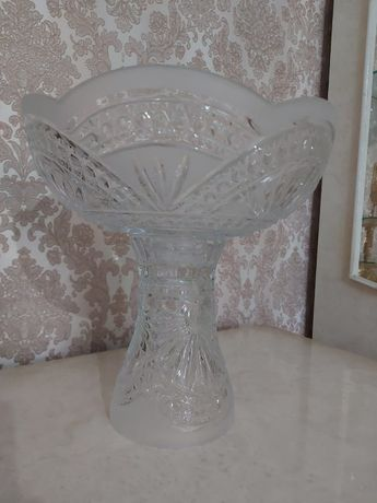 хрустальная изящная ваза для фруктов