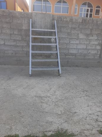 Scară metalică metalică zincata de interior sau exterior
