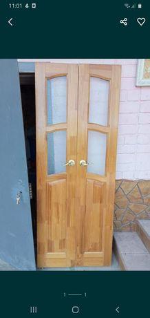 Деревянный  дверь