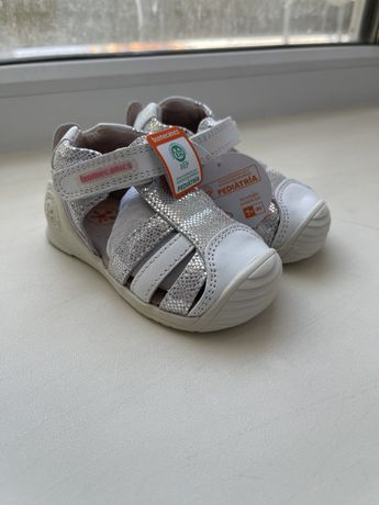 Продам новые сандалии Biomecanics