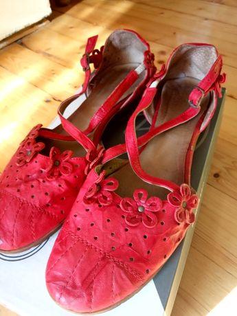 Удобни обувки от естествена кожа