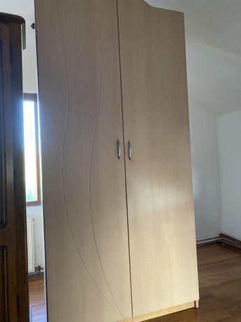 Mobila dormitor pal crem aproape noua dulap comoda pat