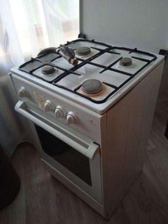 "Продам газовую плиту марки "" Дарина""  срочно за 10.000 тенге"