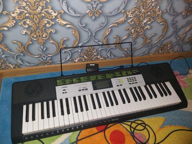 Продам синтезатор LK-135