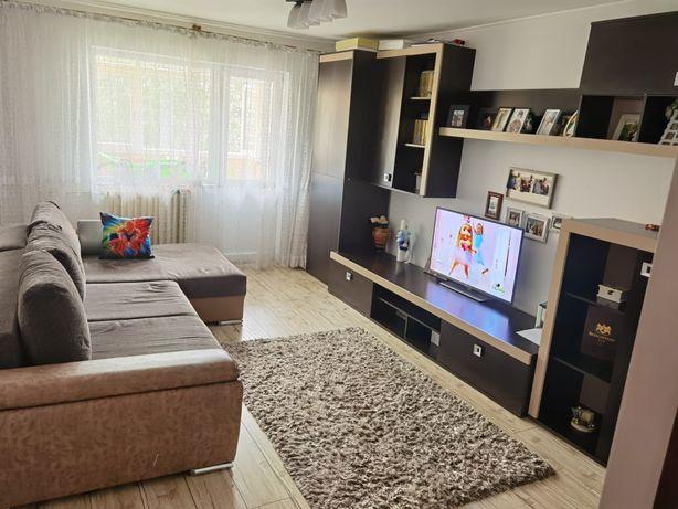 Inchiriez apartament doua camere decomandat Craiovita Noua