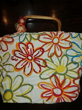 Vând geanta material textil mânere din lemn de vara