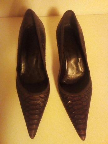 pantofi pretiosi din piele de sarpe