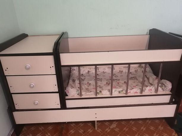 Детский кровать в хорошом состояние.