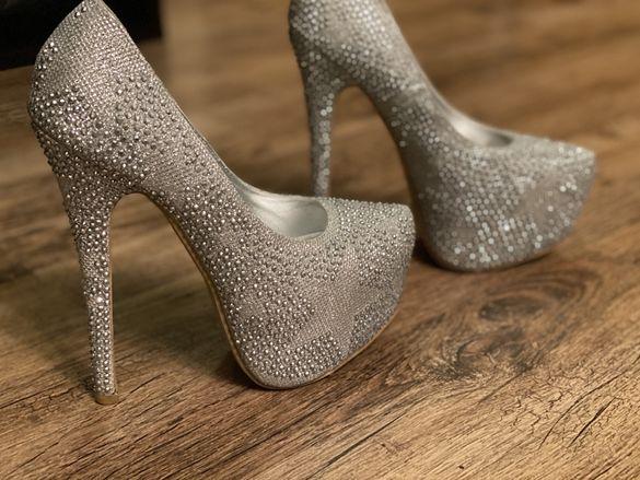 Обувки на висок ток с камъни