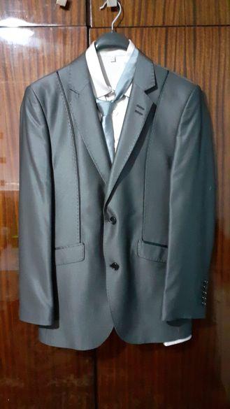 Мъжки костюм с риза и вратовръзка