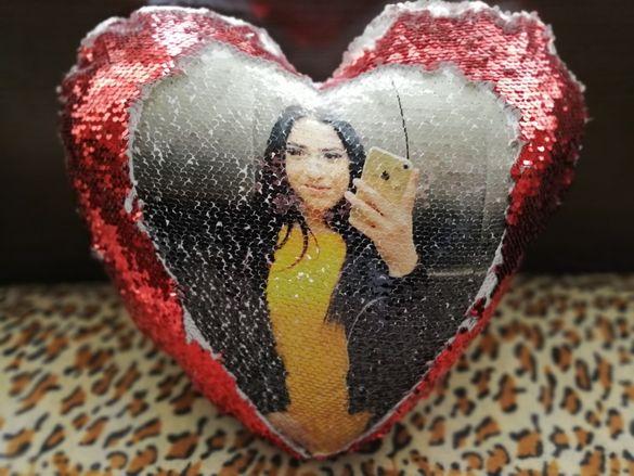 Възглавничка с ваша снимка с пайети сърце