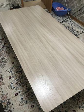 Продам стол для гостиной на полу