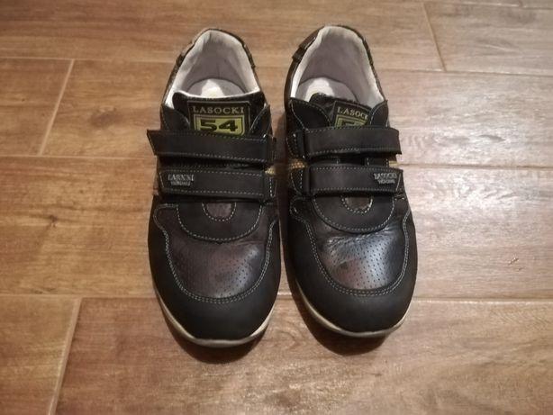 Vând pantofi din piele pentru băieți mărimea 36