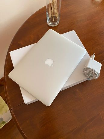 Продам MacBook Air (13-inch, 2017)