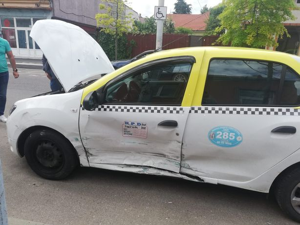 Vând mașină avariata Dacia Logan