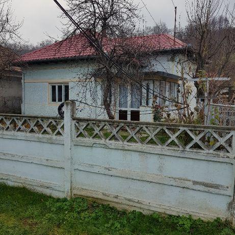 Vand casa din caramida la tara