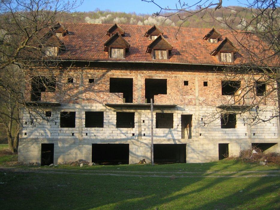 Motel 40 locuri 2500 mp Statiunea Vartop Stei - imagine 1