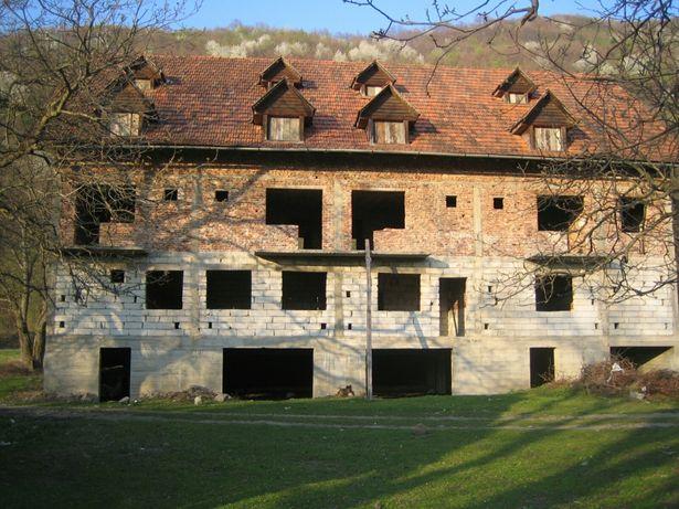 Motel 40 locuri 2500 mp Statiunea Vartop
