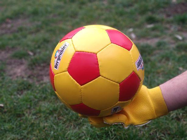 Minge fotbal antrenament sala si teren