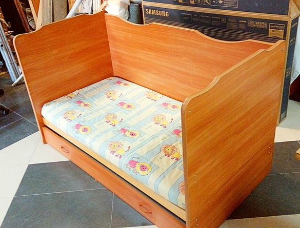 Комбинирано детско или бебешко легло / креватче с чекмедже за дрехи