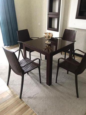 Набор пластиковой мебели, стол, стулья пластиковые