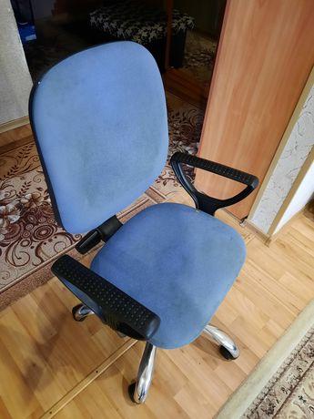 Продам компьютерное кресло. Нуждается в обшивке