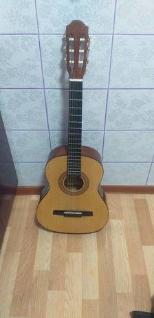 Гитара акустическая, уменьшенная, для начинающих.