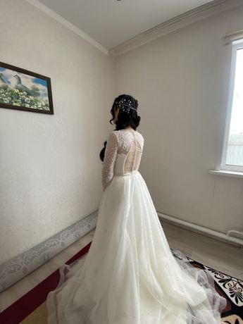 Продаю свадебные платья камзол и саукеле