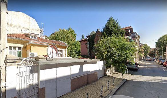 Къща с двор в центъра на София