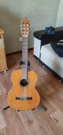 Продам классическую гитару Zambra с комплектующими