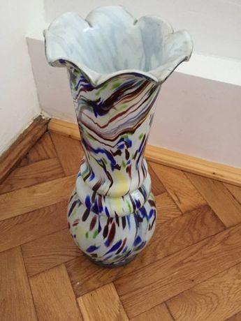 vaza multicolora sticla alba si picaturi colorate mare