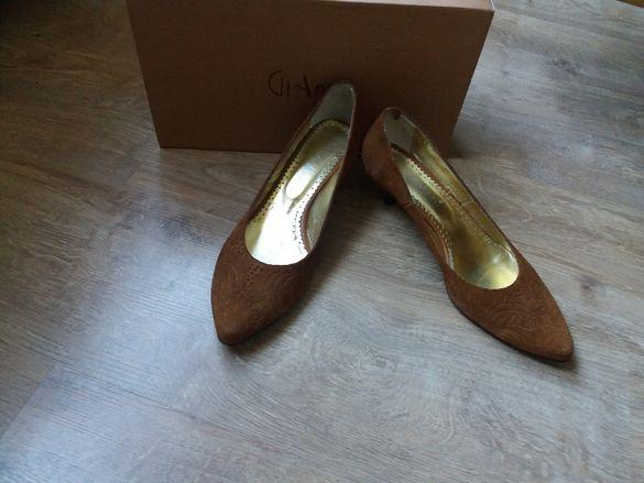 Маркови обувки естествен велур