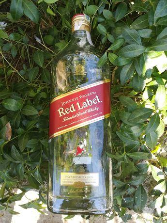 Стъклени бутилки (шишета) от уиски Johnnie Walker 1.75 л.