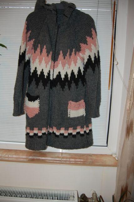 Pulover de lana-cardigan, crosetat manual.