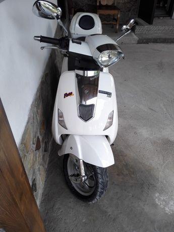 Vând moto scuter