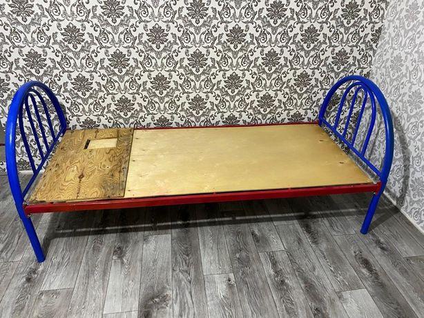 Металлическиая кровать